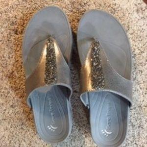 Bare Traps siver/gray slip on sandal